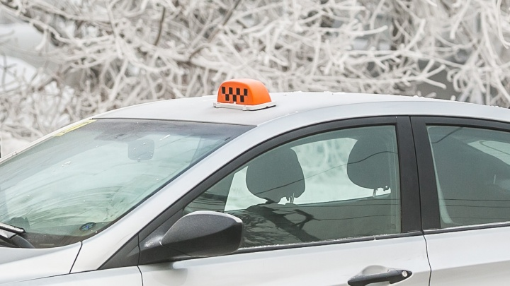 Пассажирка доверила таксисту банковскую карту с пин-кодом и лишилась 80 тысяч