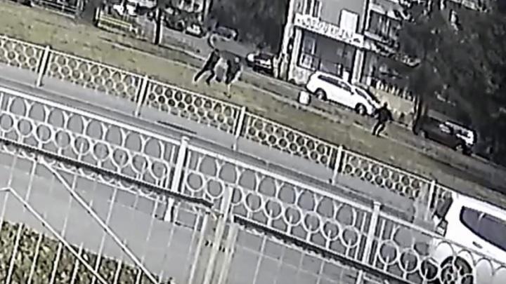 Появилось видео нападения на общественника Алексея Беззуба
