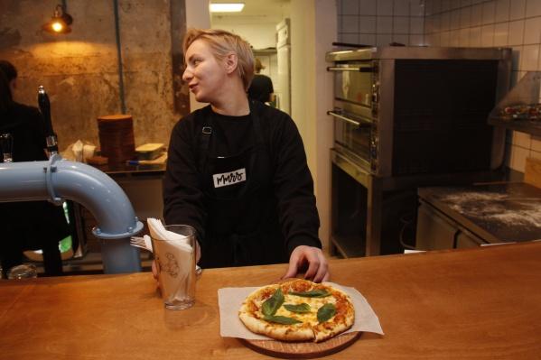 Самая дешевая пицца в баре стоит 280 рублей