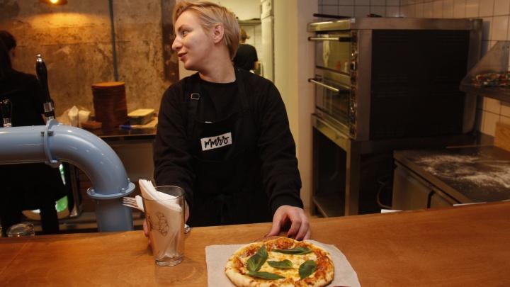 В подвале на улице Ленина появилась пиццерия с лежачими местами и краденым советским кафелем