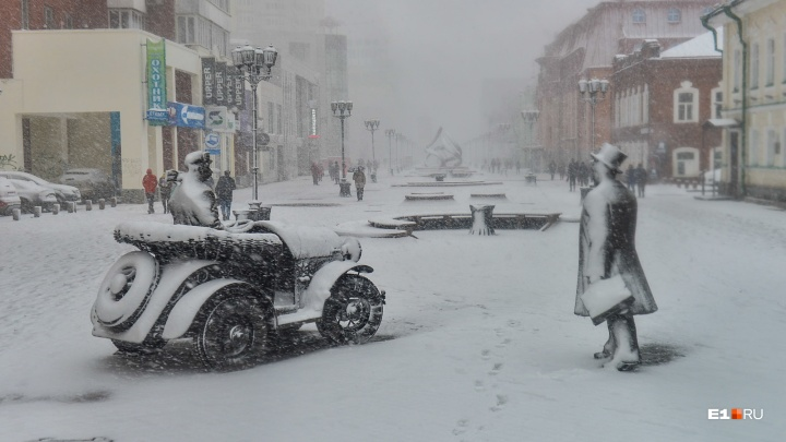 Пора «переобувать» машину: свердловские спасатели выпустили предупреждение о мокром снеге