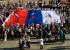 Екатеринбуржцы развернули гигантский триколор в Историческом сквере: как это было