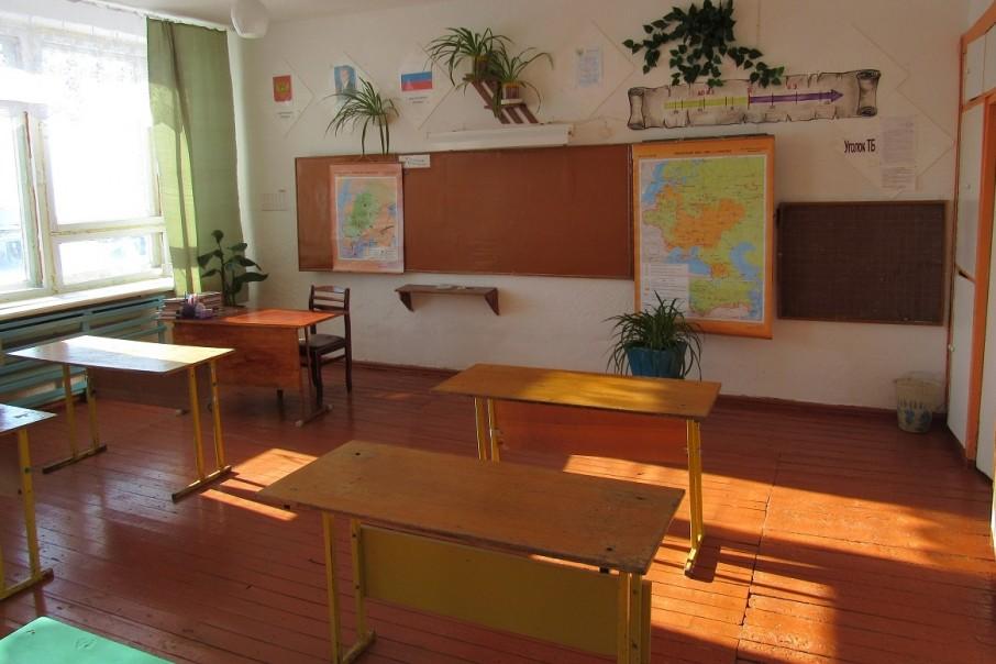 В школах приостановили уроки из-за болезни учеников