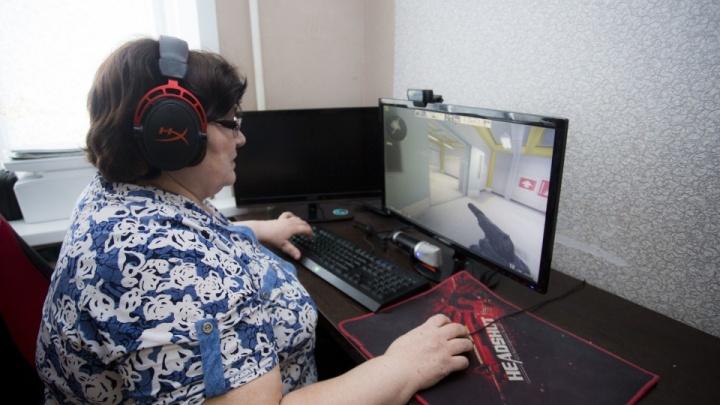 «Вместо таблеток принимаю КС-чку»: как живёт известная на всю страну геймерша баба Аня из Искитима