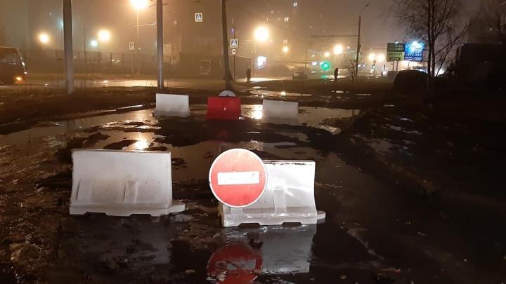 Проезд, на котором яма в Ярославле поглощает машины, решили закрыть