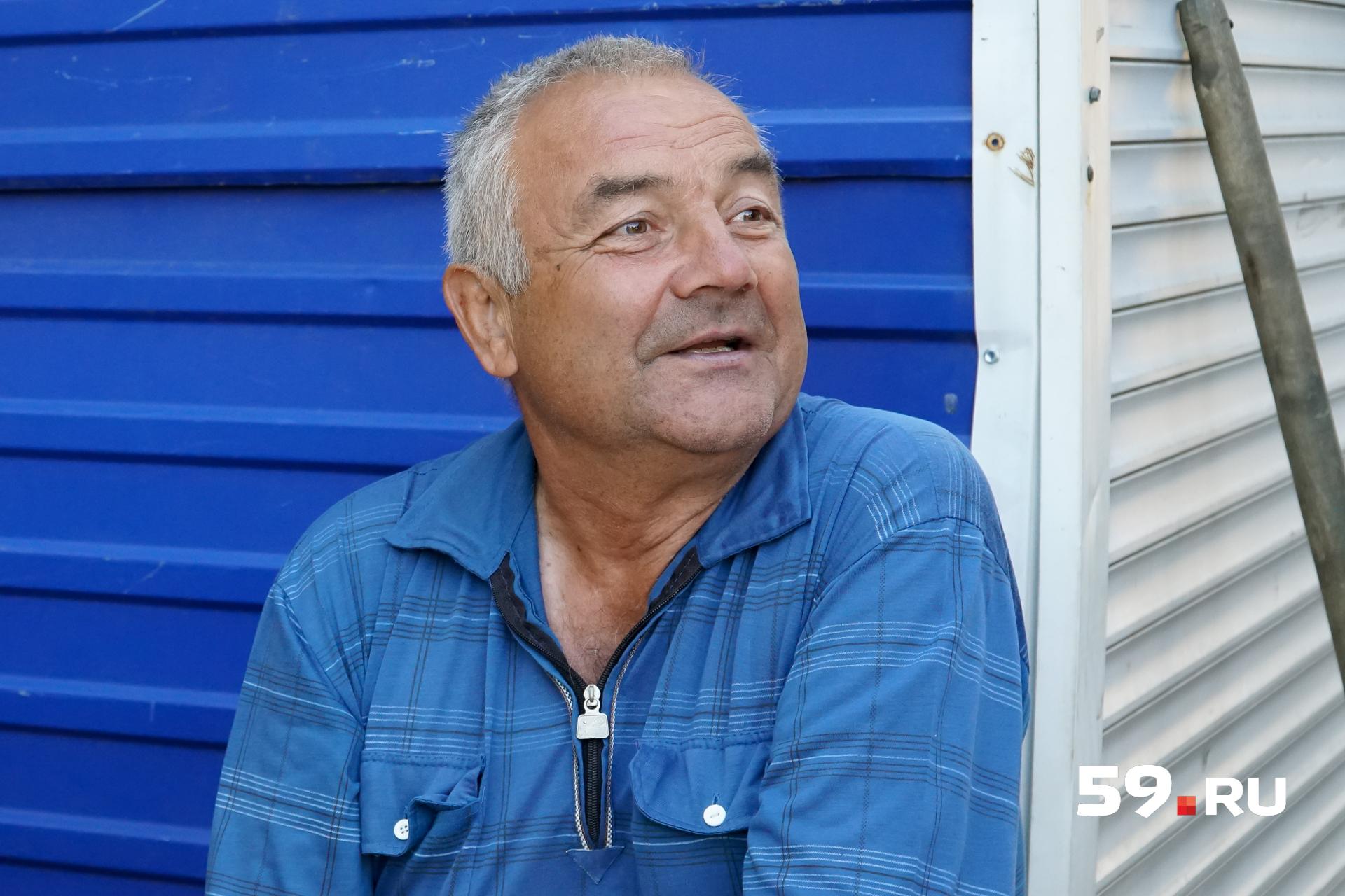 Николай 30 лет торговал на рынке самодельной бытовой электроникой