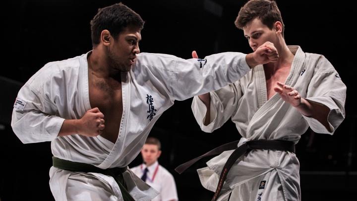 Больше 100 спортсменов из шести регионов сразились на чемпионате и первенстве УрФО по карате