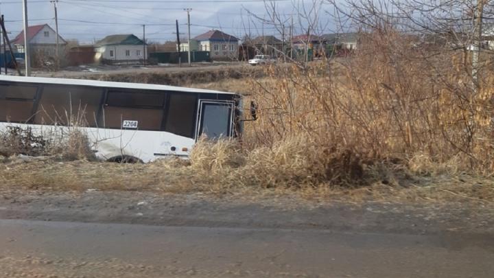 В Волгоградской области съехал с трассы рейсовый автобус