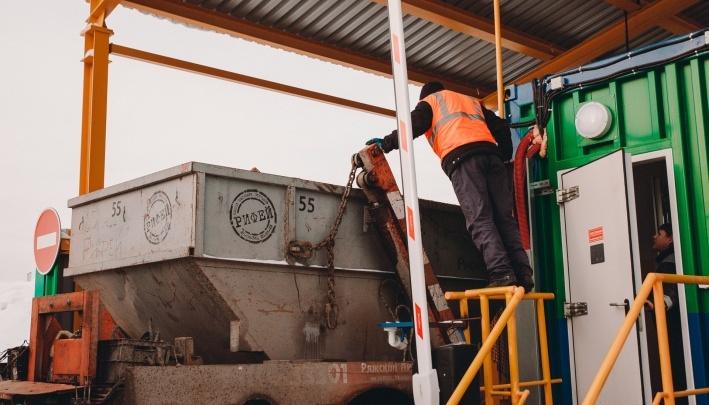Из дворов Тюмени убирают контейнеры для крупного и строительного мусора. Рассказываем почему