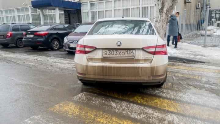Волгоградцам добавили времени на раздумья об удобных парковках в задыхающемся от машин центре