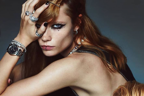 Полина Оганичева оказалась на страницах декабрьского номера модного журнала Elle Russia