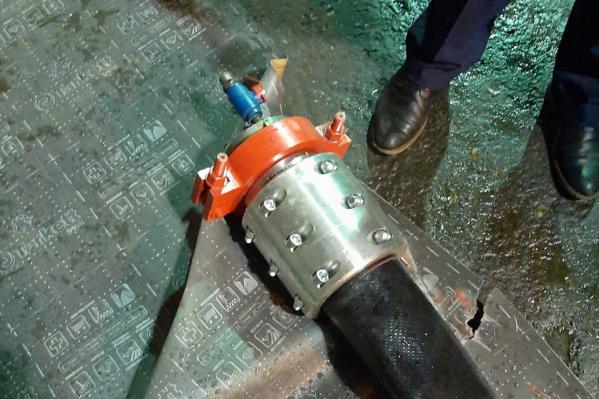 На предприятии произошел разрывгибкого рукава трубопровода