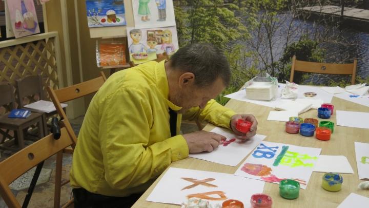 Из пансионата для пожилых — в детство: как волонтеры помогают старикам победить одиночество