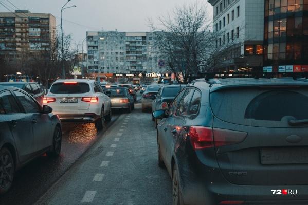 Меры, которые принимают для снижения доли личного транспорта, судя по цифрам ГИБДД, не работают
