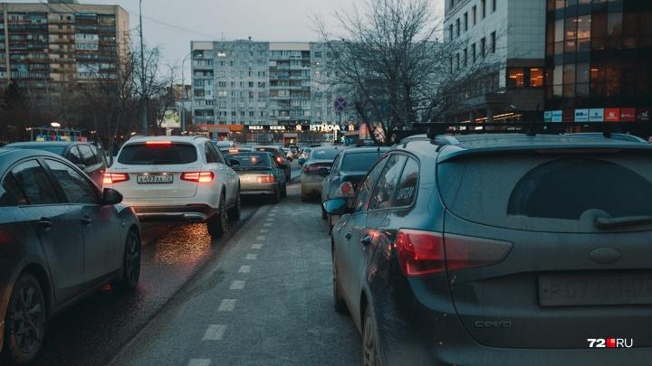 Варламов был прав: за два года автопарк тюменцев и жителей пригорода увеличился на 30 тысяч машин