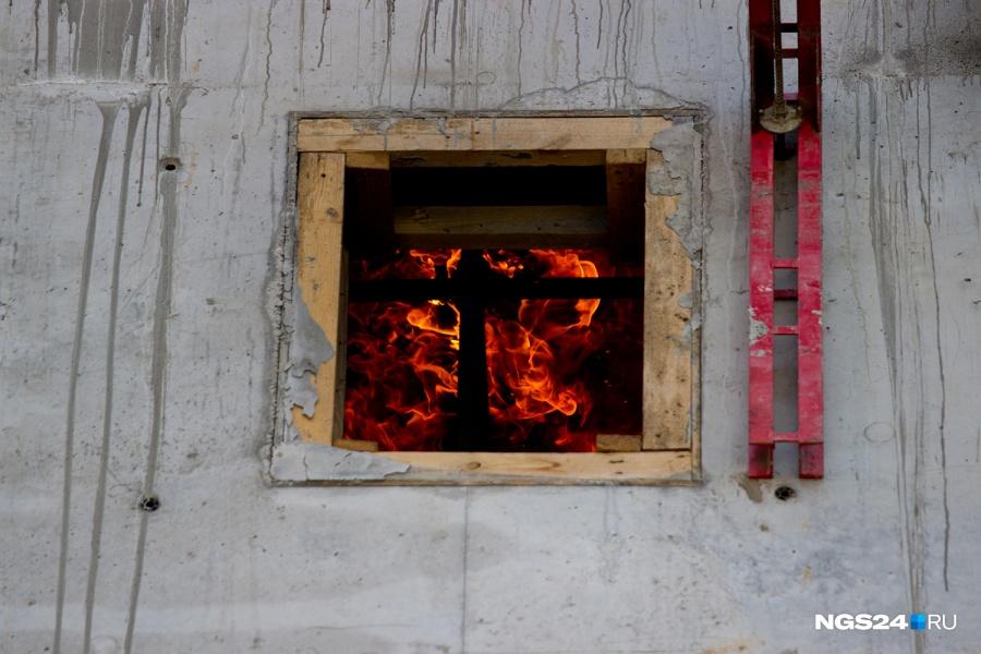 ВКрасноярском крае ребенок облился бензином и живьем сгорел вбане