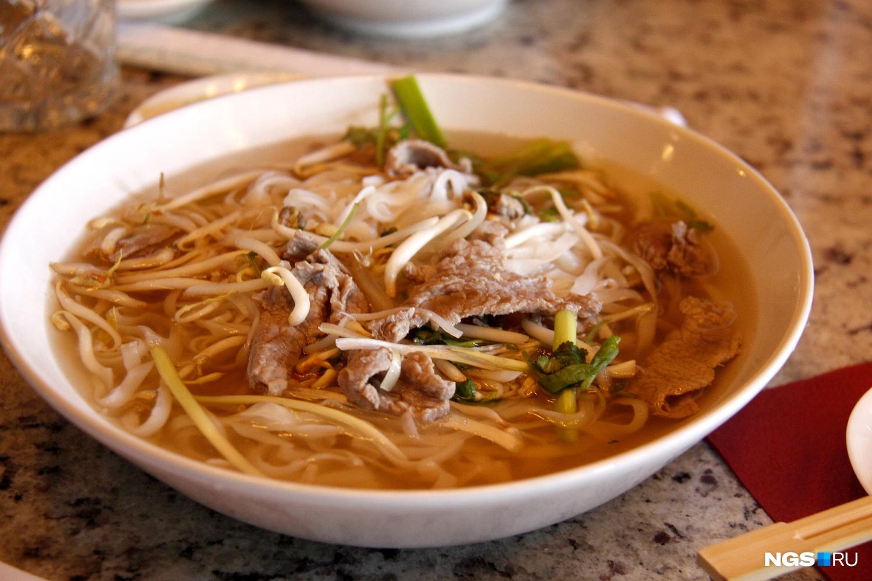 Суп из закусочной Pho Luu (180 рублей)
