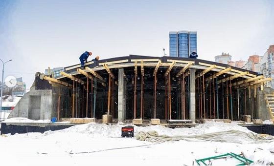 Новости со стройплощадки: на пермской эспланаде возвели конструкцию амфитеатра ко Дню города