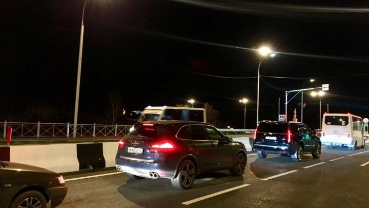 Дорога новая, пробки как везде: мэрия задумалась о расширении перекрёстка за улицей Георгия Колонды