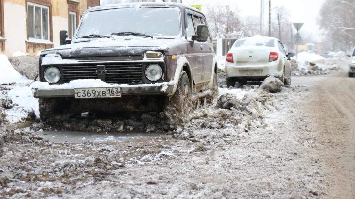 Вмерзшие машины и размытый асфальт: как 15-й микрорайон пережил коммунальную аварию