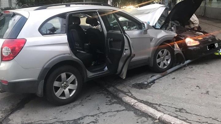 Подмял дорожный знак: в Самаре на Подшипниковой — Масленникова не разъехались два авто