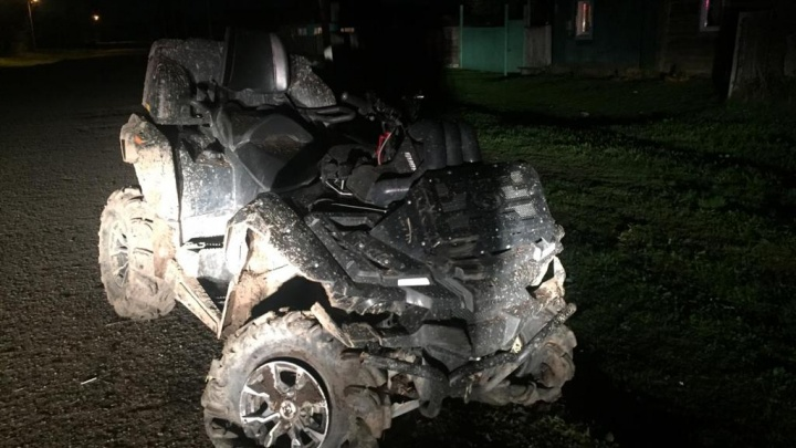 Квадроцикл с детьми и смятая «Нива»: в Башкирии два транспортных средства улетели в кювет