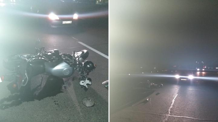 Мотоциклист столкнулся с поворачивающей «Тойотой» на Северном объезде: у него травматический шок