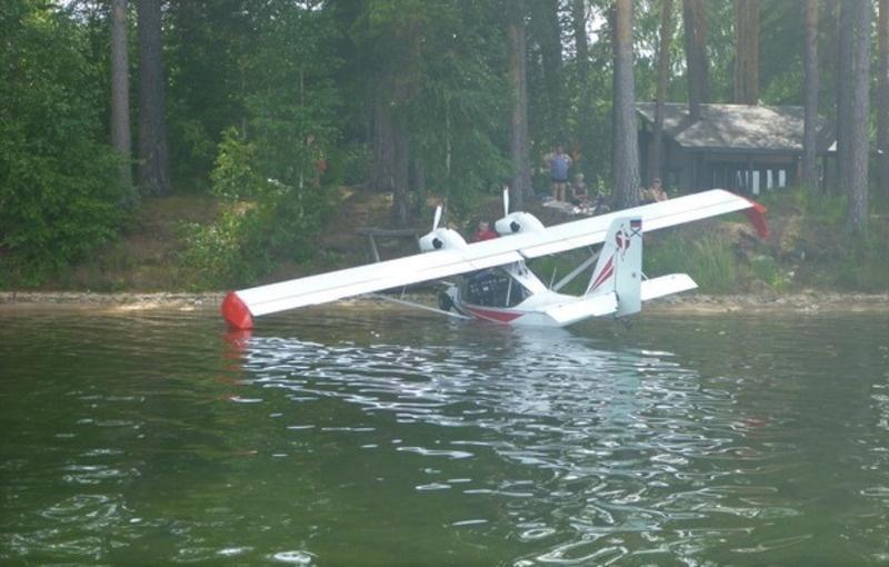 При посадке летчика на берегу уже ждала проверка