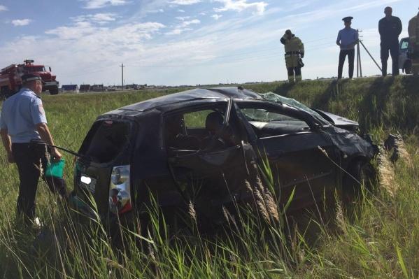 За рулём перевернувшейся машины была мать несовершеннолетних пассажиров