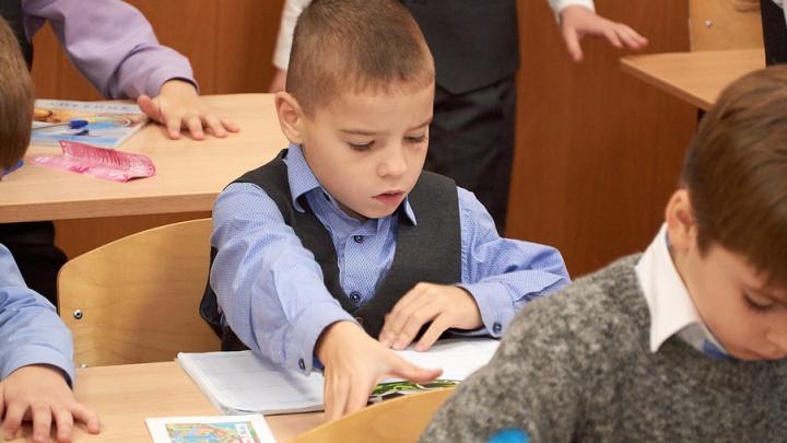 Ночевали в коридоре: в первые дни набора в первые классы на Южном Урале записали 8,5 тысяч детей