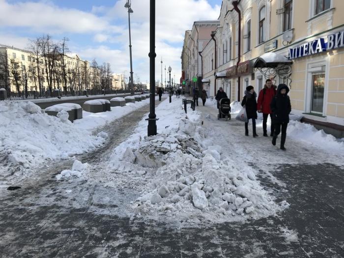 Так убран тротуар на центральной улице Екатеринбурга