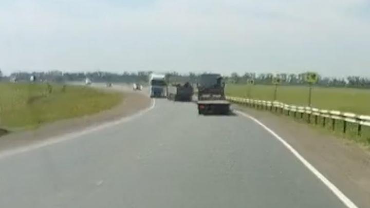 Появилось видео ДТП: в Башкирии на встречке столкнулись две фуры