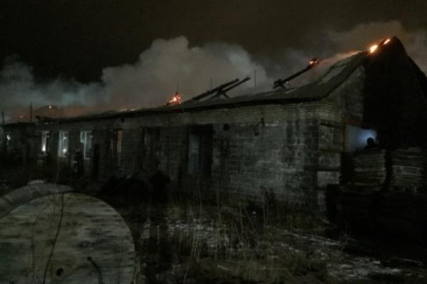Складское помещение сильно прогорело из-за взорвавшегося газа
