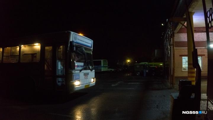 Год без длинномеров: вспоминаем историю последнего автобуса-«гармошки» в Омске