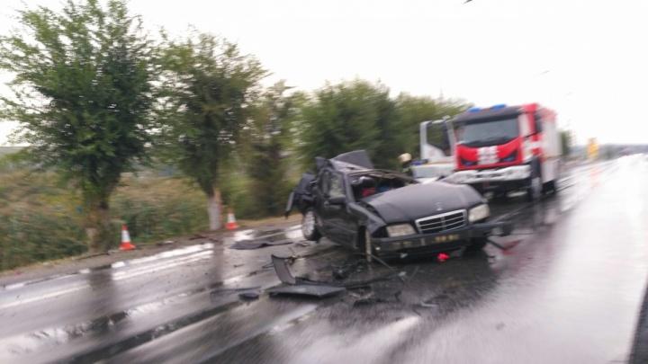 Никто не погиб: в полиции назвали обстоятельства воскресной аварии с искореженным черным Mercedes