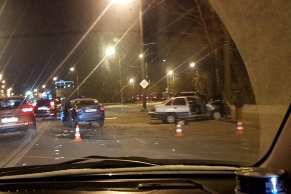 ДТП спровоцировало сильный дорожный затор. Погибших нет, но один из участников аварии получил травмы