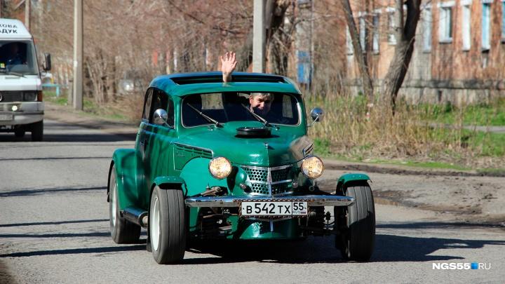 Омич собрализ старого «Москвича» гоночный автомобиль стоимостью миллион рублей