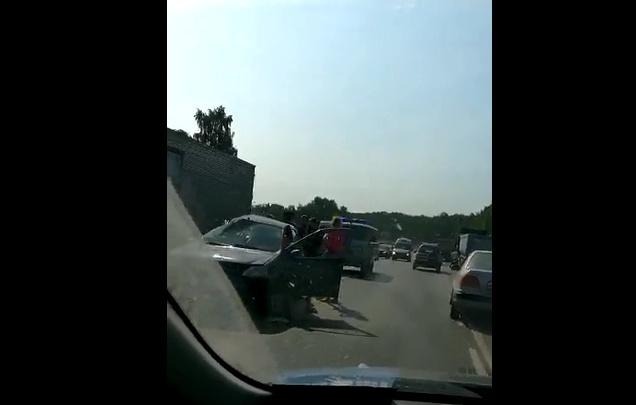 Крупное ДТП на въезде в город парализовало Гусинобродское шоссе (видео)
