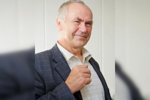Игорь Игуменов является завлабом химии летучих координационных и металлорганических соединений более 30 лет