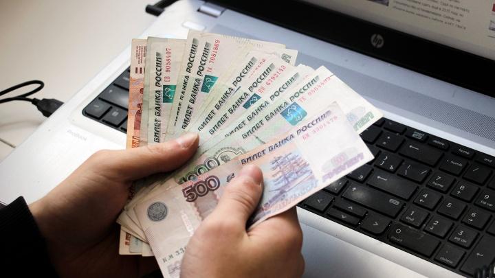 Служащая банка оформляла кредитки на мёртвых людей