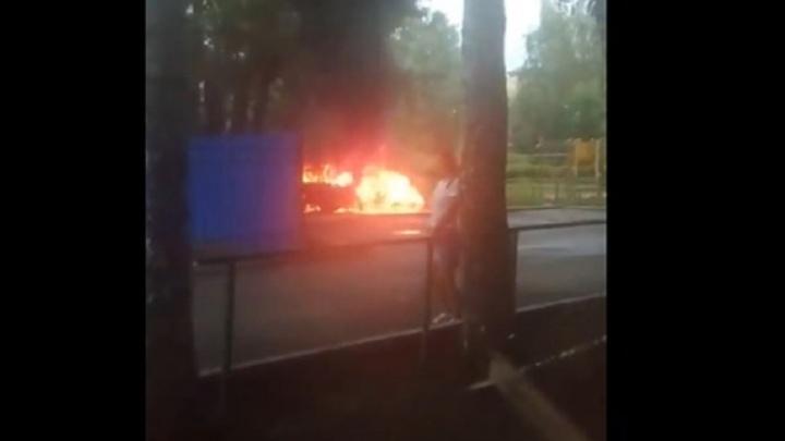На улице Малышева сгорел автомобиль