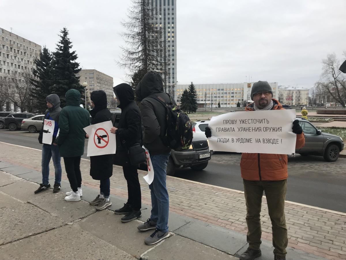 Протестующие против оружия не хотели показывать свои лица и отвечать на вопросы