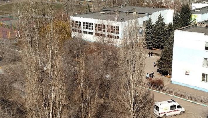 «Ходил по школе с автоматом»: «налетчика» на гимназию ищут в Волгограде