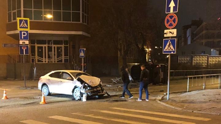 Вторая авария за сутки: на перекрестке в центре Тюмени разбились две Toyota