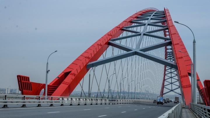 Маршрутка протаранила машину ДПС на Бугринском мосту