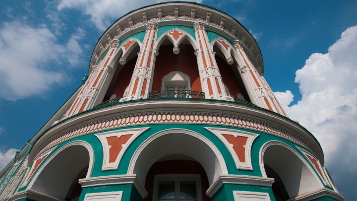 В Екатеринбурге залатают трещины и восстановят лепной узор во дворце, где останавливается Путин