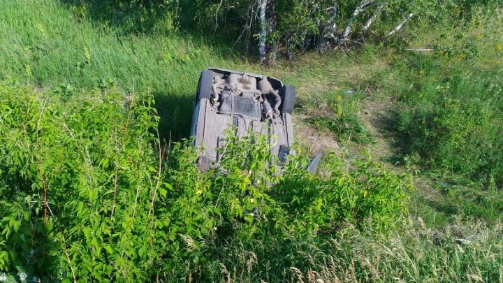 У села Надеждино иномарка перевернулась на крышу после взрыва колеса
