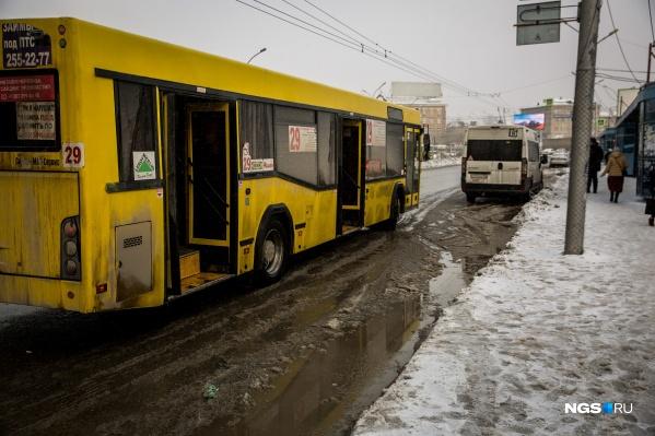 Только на этой неделе произошло два таких случая, когда школьниц высадили из автобусов