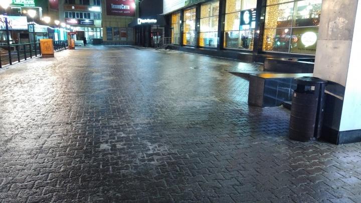 Расчехляем коньки: новосибирские тротуары покрылись коркой льда