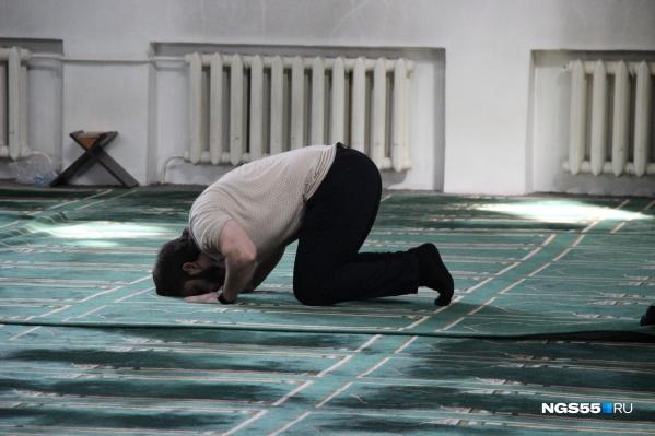 После того как большинство верующих разошлись, появилась возможность помолиться в одиночестве